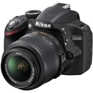 Nikon D3200, 24.2MP + Obiectiv 18-55mm VR