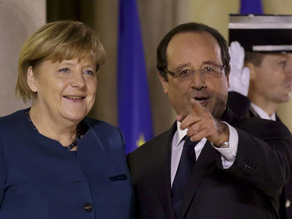French President Hollande speaks with German Chancellor Merkel at the Elysee Palace in Paris
